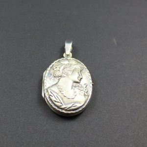 Lady Locket Oval 925 Repousse Vintage Flowers